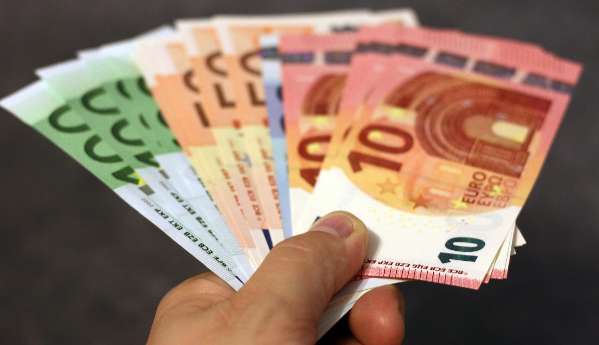 Kredyt gotówkowy i pożyczki bankowe. Ile to kosztuje?